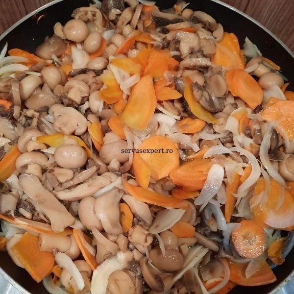 ciuperci , ceapa, morcovi pentru pui umplut