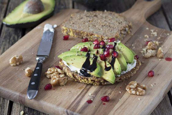 rodia beneficii - rodie cu avocado