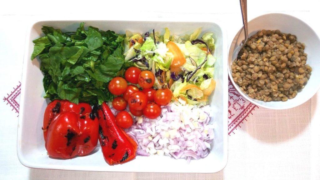 salata de ardei copti cu spanac si linte