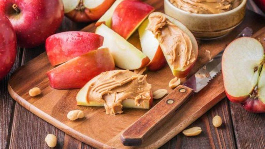 alimente bogate in proteine unt de arahide